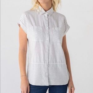Short sleeve button up shirt. Strips and pockets